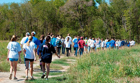 volunteers walking through the great trinity forest